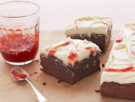 Recipe strawberry cream cheese fudge brownies duncan for Chocolate fudge cream cheese frosting