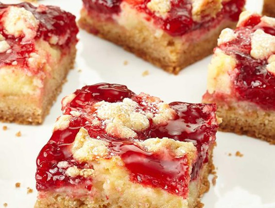 C Deluxe Strawberry Cake